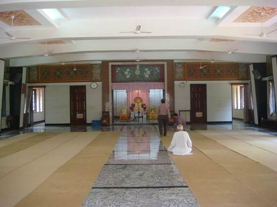 The immense meditation hall at the Ramakrishna Mission.