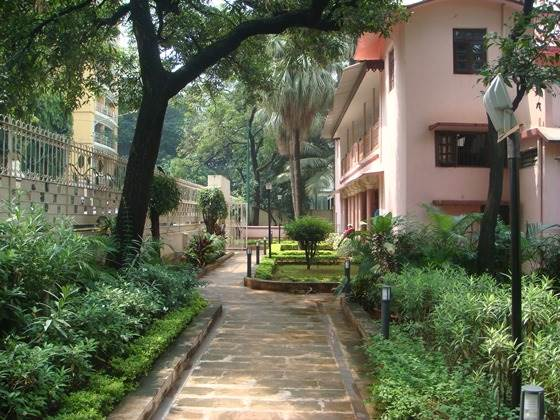 A picture of the path leading to the Holy Mother's Temple, situated on the first floor of a building within the Ramakrishna Mission and Math complex in Mumbai.